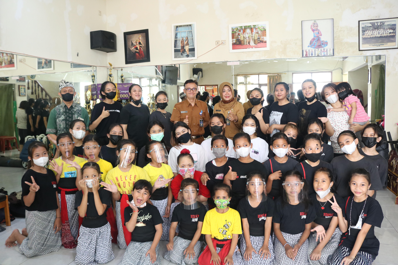 Sanggar Tari SUPUKABA Kota Bandung, Hasil Kolaborasi Kesenian dari Lima Daerah